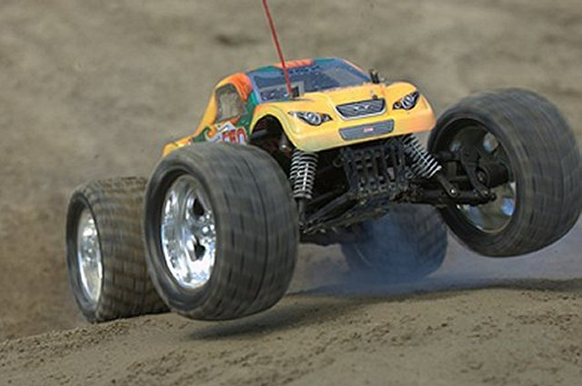 CEN GST-E - 1:8 Electric Monster Truck